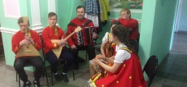 Активисты Таджикского общественного центра Удмуртии «Ориён-Тадж» провели праздничный вечер для ветеранов
