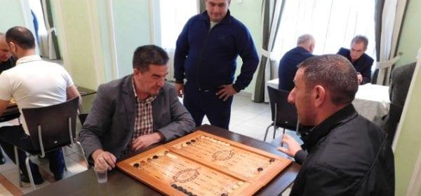 Турнир по шашкам и длинным нардам среди национально-культурных объединений прошел в Доме Дружбы народов