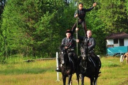 Конный казачий поход «Дорогами атамана Ермака» проходит по удмуртской земле