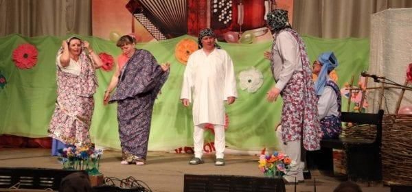 Фестиваль-конкурс любительских театральных коллективов «Зәңгәр шәл» («Голубая шаль») завершился в Ижевске