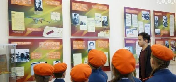 В Сарапуле представили выставочный проект «Легендарный Калашников»