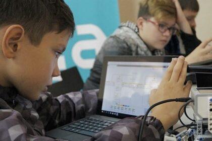 Мальчик перед ноутбуком, Lego mindstorms
