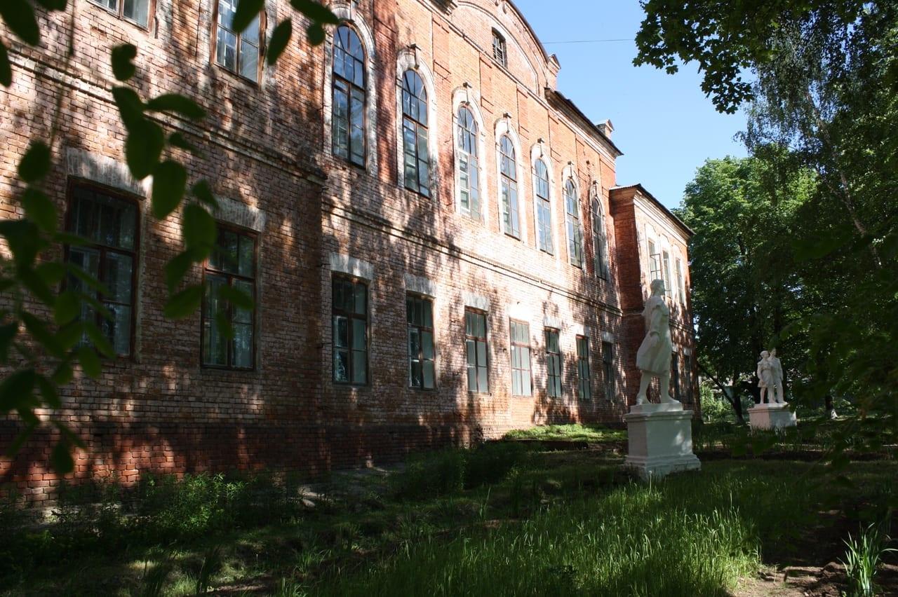 Фасад Можгинского педагогического колледжа