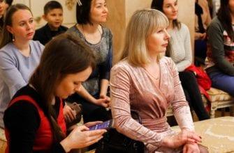 медиашкола для мам, зрители слушают