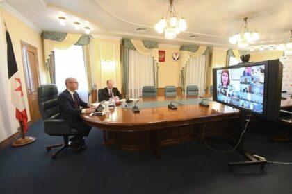 Онлайн трансляция Александра Бречалова с представителем удмурт кенеш Татьяной Ишматовой
