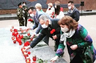 Фото возложения цветов у Вечного огня, Татьяна Ишматова