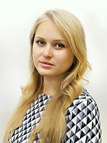 Фото руководителя художественно-оформительского отдела Могучевой Елены Андреевны