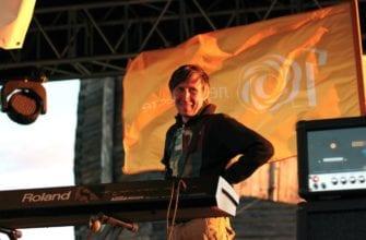 Фото Павла Поздеева на сцене первого удмуртского опен эир