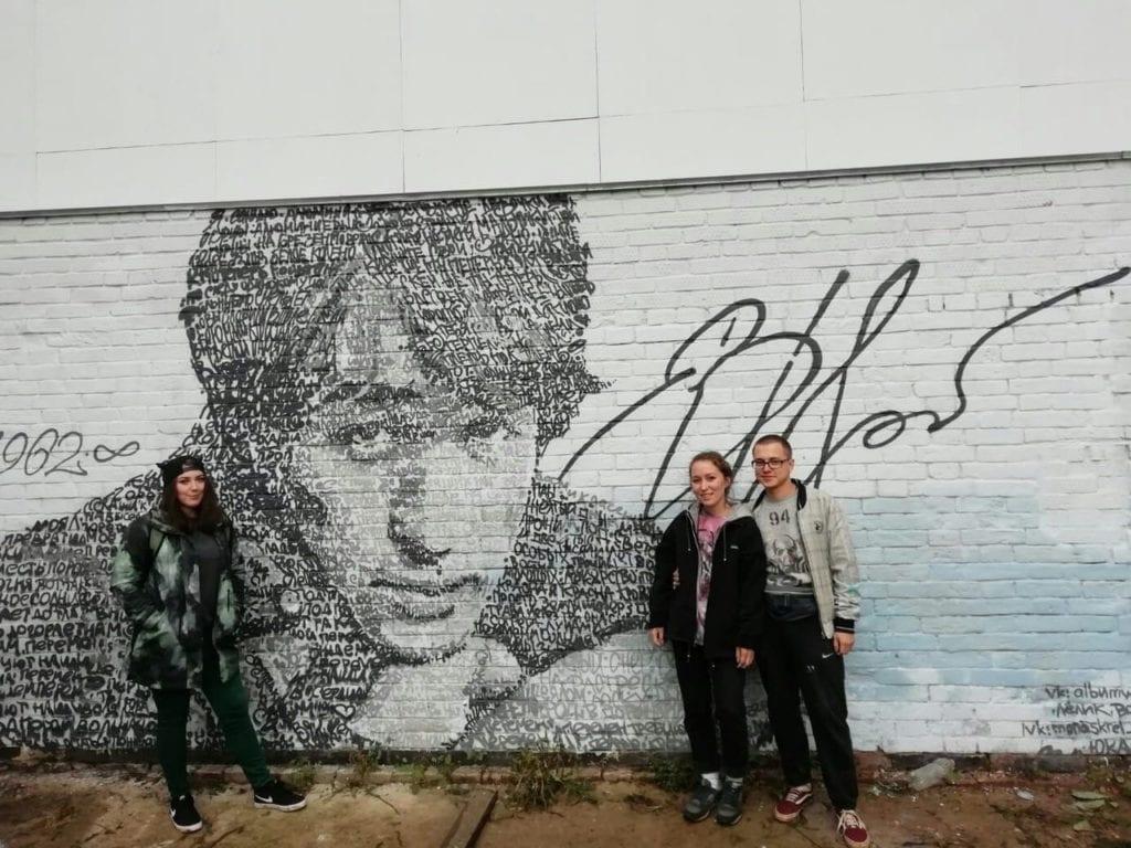Глазовские художники посвятили граффити Виктору Цою