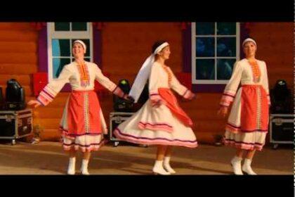 """Фото ансамбля """"Луд эктон"""" на сцене конкурса """"Элькуновидение. Эктон - 2015"""""""