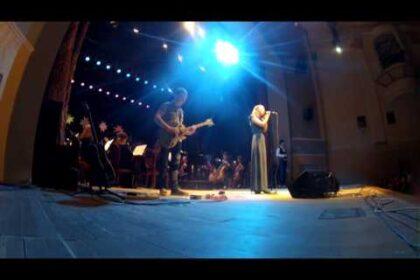 """Фото группы Silent Woo Goore и Симфонического оркестра УР """"Чагыр дыдыке"""" на сцене"""