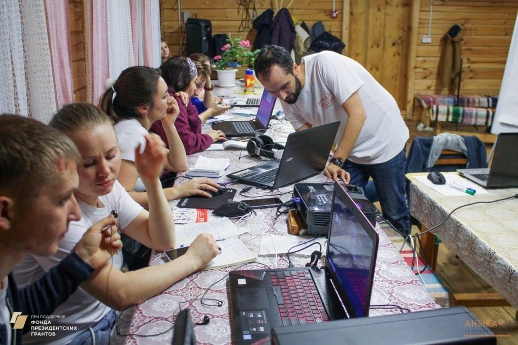 Детский блог о путешествиях и шоу для отцов на удмуртском - чем завершился проект «Аныкай»?