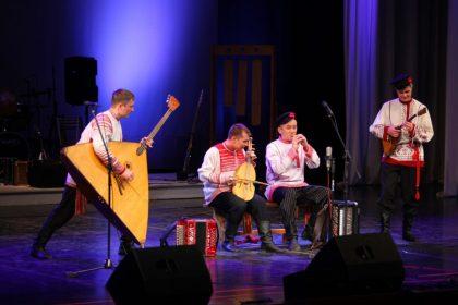 фото выступление театра Айкай с народными музыкальными инструментами